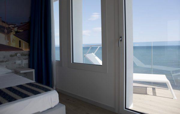 Classic sea view triple room